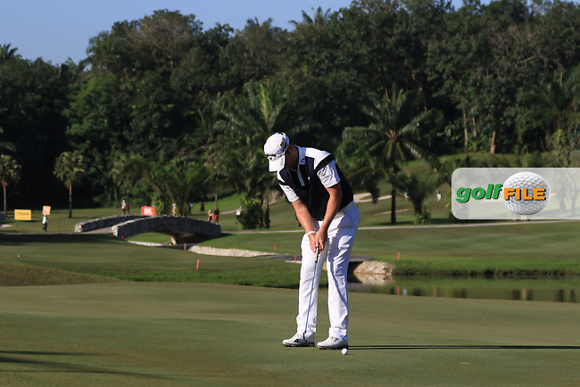 Marc Warren (SCO) on the 4th green during Round 4 of the Maybank Championship on Sunday 12th February 2017.<br /> Picture:  Thos Caffrey / Golffile<br /> <br /> All photo usage must carry mandatory copyright credit     (&copy; Golffile | Thos Caffrey)