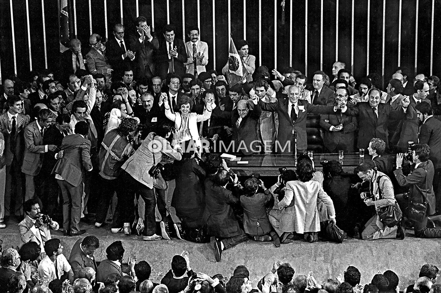 Tancredo Neves vence Paulo Maluf na disputa à presidência, Colégio Eleitoral, Congresso Nacional. DF. 01.1985.  Foto de Paula Simas.