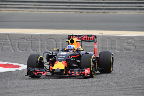 01.04.2016. Bahrain. FIA Formula One World Championship 2016, Grand Prix of Bahrain, Practise day.  Daniel Ricciardo, Red Bull Racing, formula 1 GP