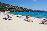 France, Provence-Alpes-Côte d'Azur, Le Lavandou: Saint-Clair beach | Frankreich, Provence-Alpes-Côte d'Azur, Le Lavandou: Saint-Clair Strand