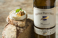 Gastronomie: Toast de fromage de Rocamadour au miel  et vin de Montravel (AOC) //  Gastronomy: Rocamadour cheese toast with honey and wine Montravel (AOC)