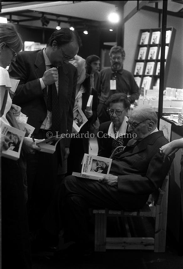 1997: Norberto Bobbio with editor Giuseppe Laterza and Valeria, Bobbio\'s wife   © Leonardo Cendamo