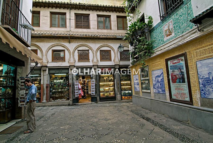 Rua comercial em Granada. Espanha. 2008. Foto de Catherine Krulik.