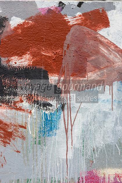 France, Bretagne, (29), Finistère, Treffiagat-Léchiagat:  Le port de Léchiagat fait face à celui du Guilvinec. - le chantier naval: traces de peinture