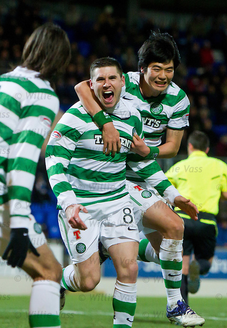 Gary Hooper celebrates with Ki Sung Yeung