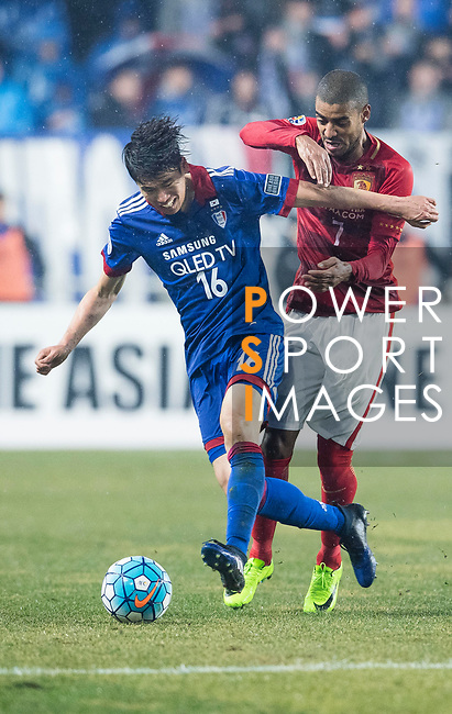 Guangzhou Forward Alan Douglas De Carvalho (R) fights for the ball with Suwon Midfielder Lee Jong Sung (L) during the AFC Champions League 2017 Group G match Between Suwon Samsung Bluewings (KOR) vs Guangzhou Evergrande FC (CHN) at the Suwon World Cup Stadium on 01 March 2017 in Suwon, South Korea. Photo by Victor Fraile / Power Sport Images
