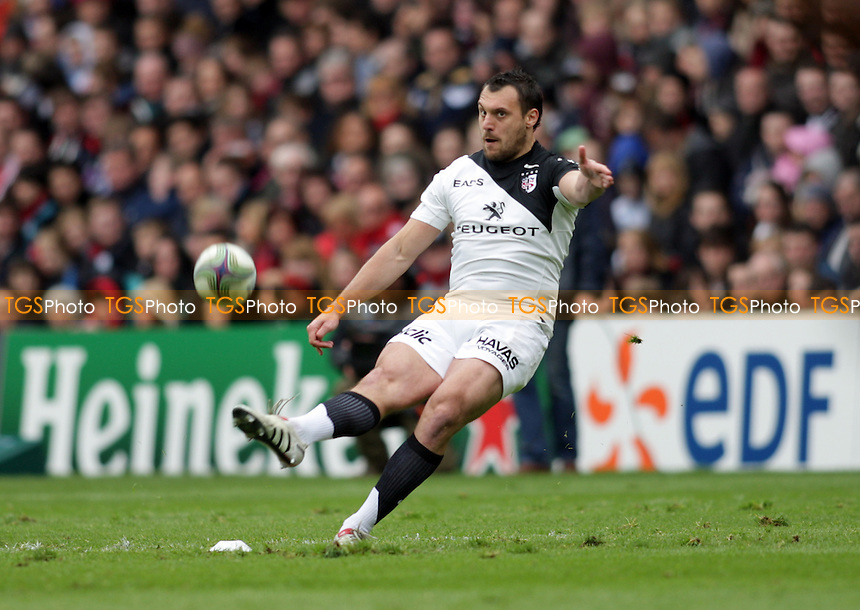 Lionel Beauxis of Toulouse takes a penalty - Edinburgh Rugby vs Toulouse - Heineken Cup Quarter-Final Rugby at Murrayfield Stadium - 07/04/12 - MANDATORY CREDIT: Helen Watson/TGSPHOTO - Self billing applies where appropriate - 0845 094 6026 - contact@tgsphoto.co.uk - NO UNPAID USE.