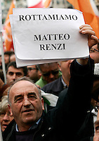 "Manifestazione nazionale del Partito Democratico in Piazza San Giovanni, Roma, 5 novembre 2011. Un manifestante espone un cartello contro Matteo Renzi..Italian center-left Democratic Party demonstration in Rome, 5 november 2011. The sign reads ""Let's scrap Matteo Renzi"", aimed to Florence's Mayor Matteo Renzi..UPDATE IMAGES PRESS/Riccardo De Luca"