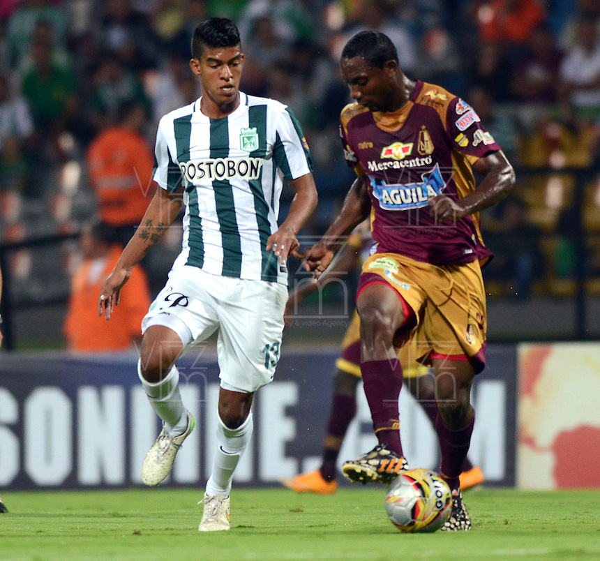 MEDELLIN -COLOMBIA-28-MARZO -2015.  Yulian Mejia  (Izq.) jugador del Atletico Nacional  disputa el balon con el Deportes Tolima , durante partido por la fecha 12 entre Atletico Nacional y Deportes Tolima  de la Liga Aguila I-2015, en el estadio Atanasio Girardot de la ciudad de Medellin . / Yulian Mejia (L) player of Atletico Nacional struggles for the ball with the   Deportes Tolima , during a  match of the 12 date between Atletico Nacional  and Deportes Tolima  for the Liga Aguila I -2015 at the Atanasio Girardot Stadium in Medellin city <br /> .Photo: VizzorImage / Leon Monsalve / STR