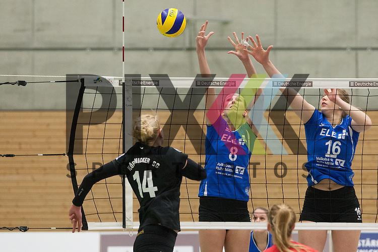 am Netz v. l. Koepenicks Alina Gottlebe-Froehlich , Gladbecks Simone Heynck , Gladbecks Lea Hildebrand <br /> <br /> 09.01.2016 Volleyball Frauen 2. Bundesliga Nord Koepenicker SC II Berlin  - TV Gladbeck<br /> <br /> Foto &copy; PIX-Sportfotos *** Foto ist honorarpflichtig! *** Auf Anfrage in hoeherer Qualitaet/Aufloesung. Belegexemplar erbeten. Veroeffentlichung ausschliesslich fuer journalistisch-publizistische Zwecke. For editorial use only.