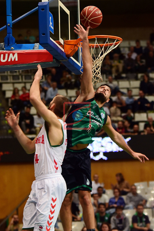 League ACB-ENDESA 2016/2017. Game: 5.<br /> Divina Seguros Joventut vs Baskonia: 83-90.<br /> Kim Tillie vs Albert Ventura.