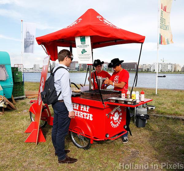 Culinair festival Het Hoofdgerecht op het Stenen Hoofd  aan het IJ in Amsterdam. Pief Paf Poffertje