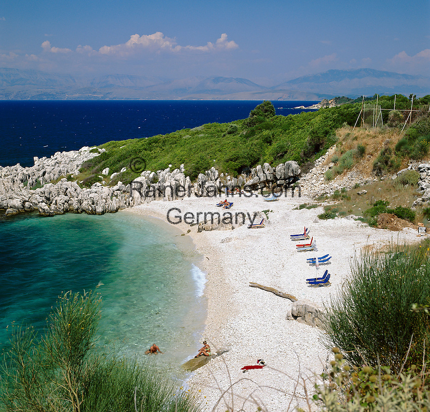 Greece, Corfu, Kassiopi: rocky cove on islands North West coast | Griechenland, Korfu, Kassiopi: Bucht und Strand an der Nordwestkueste