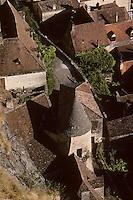 Europe/France/Aquitaine/24/Dordogne/Vallée de la Dordogne/Périgord Noir/La Roque-Gageac: Toits des l maisons du  village - Vue depuis la falaise