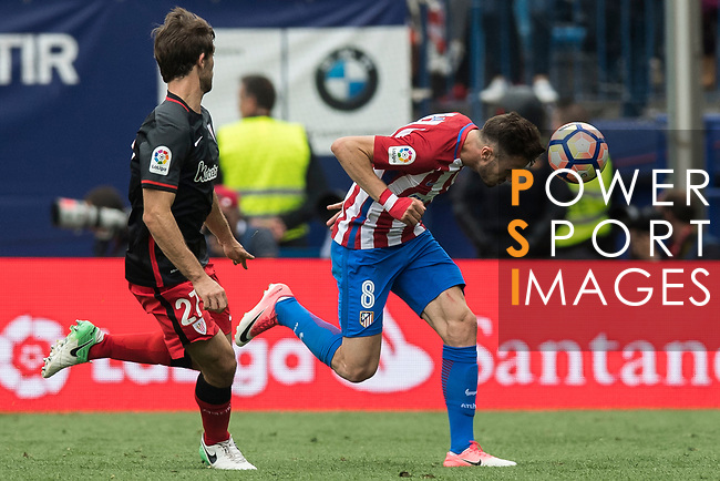 Saul Niguez Esclapez (R) of Atletico de Madrid  fights for the ball with Yeray Alvarez Lopez (L) of Athletic Club during their La Liga match between Atletico de Madrid vs Athletic de Bilbao at the Estadio Vicente Calderon on 21 May 2017 in Madrid, Spain. Photo by Diego Gonzalez Souto / Power Sport Images