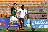 Edward Nketiah of Arsenal and England U21's manages to keep control of the ball in spite of being pushed by Mexico's Ismael Govea Solorzano during Mexico Under-21 vs England Under-21, Tournoi Maurice Revello Final Football at Stade Francis Turcan on 9th June 2018