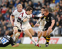 Wycombe. GREAT BRITAIN, Tigers Ian HUMPHREYS, goes for the gap, Fraser WATERS, right,  and Joe WARD, during the, Guinness Premiership game between, London Wasps and Leicester Tigers on 25/11/2006, played at the Adam Park, ENGLAND. Photo, Peter Spurrier/Intersport-images]