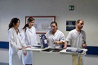 Reparto degenza dell' Istituto Europeo di Oncologia IEO. Milano, 22 dicembre, 2007. <br /> <br /> Hospitalization ward of the Oncology European Institut. Milan, December 22, 2007.