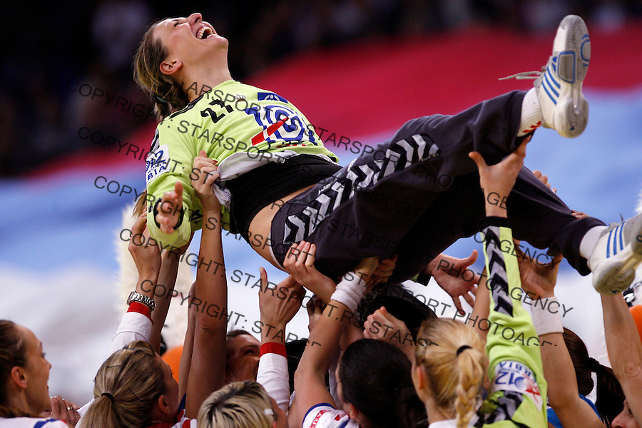 BELGRADE, SERBIA 13/12/2012/ Katarina Tomasevic of Serbia celebrate during Women`s European Handball Championship match between Serbia and France in Kombank arena in Belgrade, Serbia on  December 13, 2012 Credit: PEDJA MILOSAVLJEVIC/SIPA/