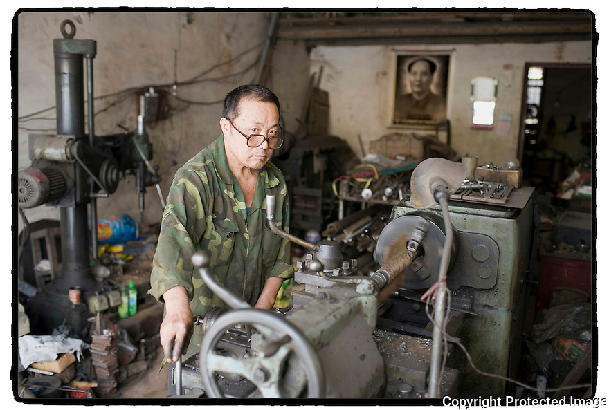 Chine- Long Pi, Artisan tourneur.
