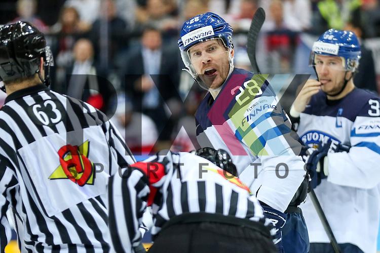 Finnlands Salmela, Anssi (Nr.28)(Farjestad Karlstad) bekommt zu unrecht eine Strafe und beschwert sich im Spiel IIHF WC15 Czech Republic vs. Finland.<br /> <br /> Foto &copy; P-I-X.org *** Foto ist honorarpflichtig! *** Auf Anfrage in hoeherer Qualitaet/Aufloesung. Belegexemplar erbeten. Veroeffentlichung ausschliesslich fuer journalistisch-publizistische Zwecke. For editorial use only.
