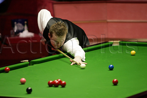 2 May 2005: English player Shaun Murphy plays a shot during the Final against Stevens of the Embassy World  Snooker Championships held at the Crucible Theater, Sheffield. Murphy who was a 150-1 outsider at the start of the tournament became the first qualifier to win the world title since 1979 by beating Stevens 18-16 in the final. Photo: Neil Tingle/Action Plus..050502