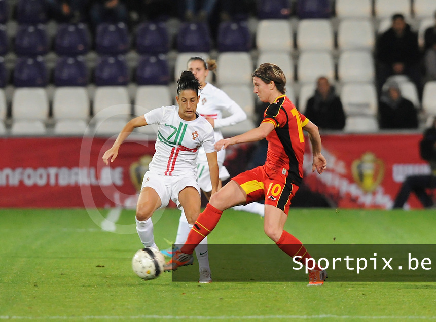 Belgian Red Flames - Portugal (31/10/2013) :<br /> Aline Zeler (R) in duel met Claudia Neto (L)<br /> foto Dirk Vuylsteke / nikonpro.be