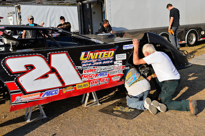 Feb 20, 2014; 5:01:11 PM;  Barberville, FL, USA;  World of Outlaws Late Model Series for 43rd Annual DIRTcar Nationals presented by Summit Racing Equipment at Volusia Speedway Park.  Mandatory Credit: (thesportswire.net)
