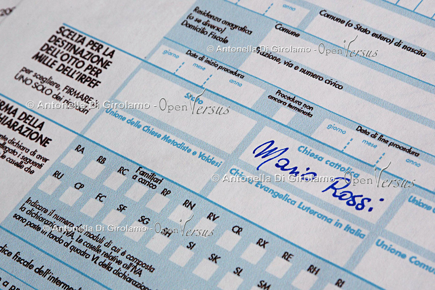 Modello unico utilizzato per pagare le tasse. Revenue form used for paying the taxes....