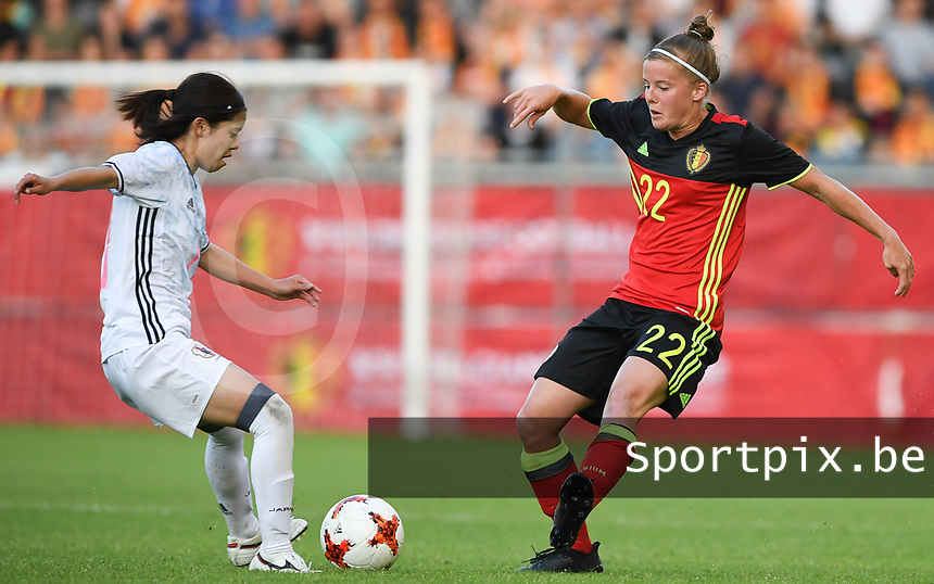 20170613 - LEUVEN ,  BELGIUM : Belgian Laura Deloose (r) pictured in action with Japanese Yui Hasegawa (left) during the friendly female soccer game between the Belgian Red Flames and JAPAN , a friendly game in the preparation for the European Championship in The Netherlands 2017  , Tuesday 13 th June 2017 at Stadion Den Dreef  in Leuven , Belgium. PHOTO SPORTPIX.BE | DAVID CATRY