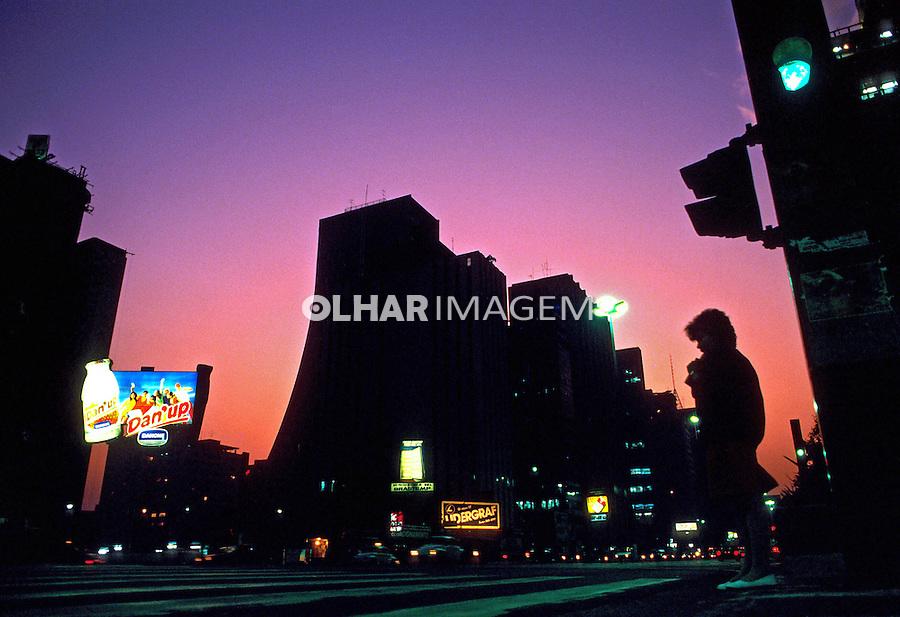 Entardecer na Avenida Paulista em São Paulo. 1986. Foto de Juca Martins.