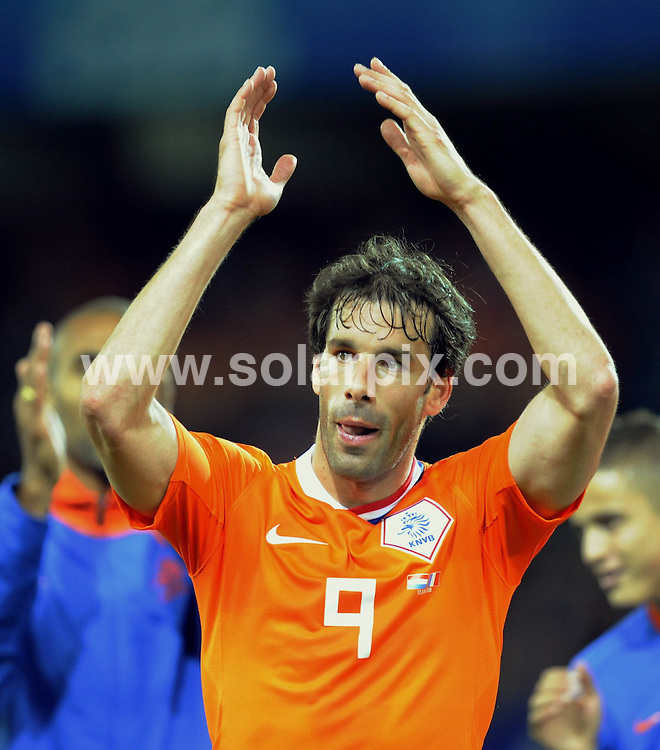 **ALL ROUND PICTURES FROM SOLARPIX.COM**.**SYNDICATION RIGHTS FOR UK AND SPAIN ONLY**.Euro 2008, European Championship 2008, Group C, Match 14, Netherlands vs France, Stade de Suisse, Bern, Switzerland. 13 June 2008. The match ended 4-1 for the Netherlands..This pic: Ruud van Nistelrooy..JOB REF: 6647 CPR/Torsten Silz       .DATE: 13_06_2008.**MUST CREDIT SOLARPIX.COM OR DOUBLE FEE WILL BE CHARGED* *UNDER NO CIRCUMSTANCES IS THIS IMAGE TO BE REPRODUCED FOR ANY ONLINE EDITION WITHOUT PRIOR PERMISSION*
