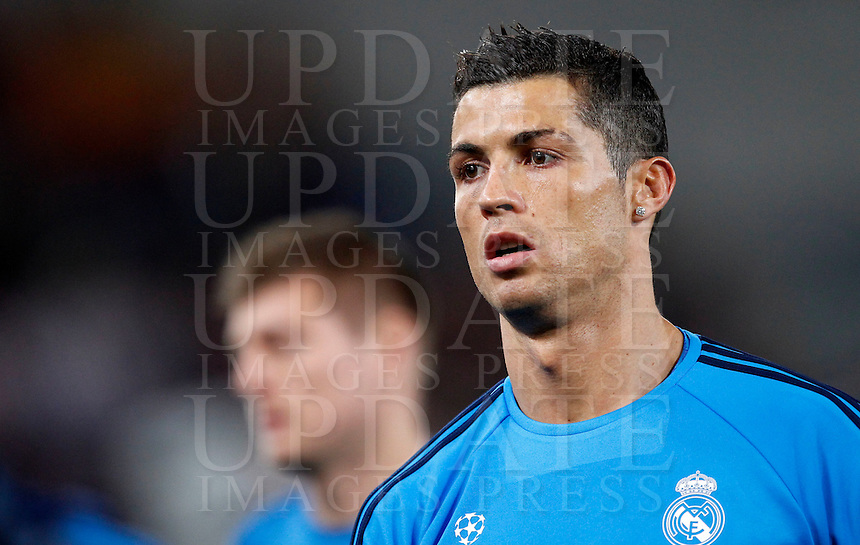 Calcio, andata degli ottavi di finale di Champions League: Roma vs Real Madrid. Roma, stadio Olimpico, 17 febbraio 2016.<br /> Real Madrid's Cristiano Ronaldo warms up before to the start of the first leg round of 16 Champions League football match between Roma and Real Madrid, at Rome's Olympic stadium, 17 February 2016.<br /> UPDATE IMAGES PRESS/Riccardo De Luca