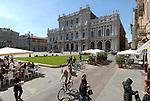 Piazza Carlo Alberto e Palazzo Carignano. Carlo Alberto Square.