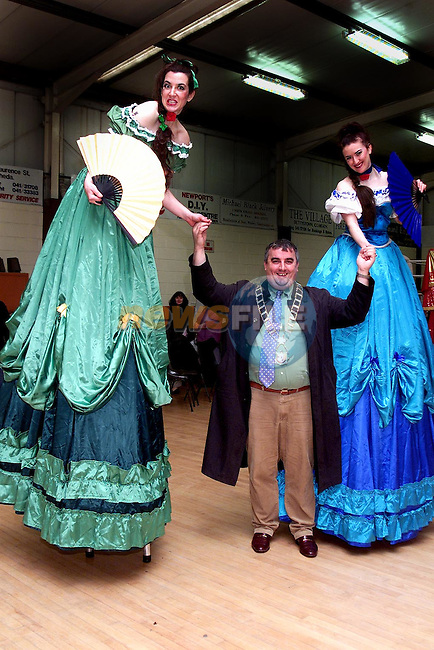 Mayor Sean Collins with the Scarlet Sisters from Circus Spectaky at Lifestyle Development Group's Open Day in Ballsgrove..Picture Paul Mohan Newsfile