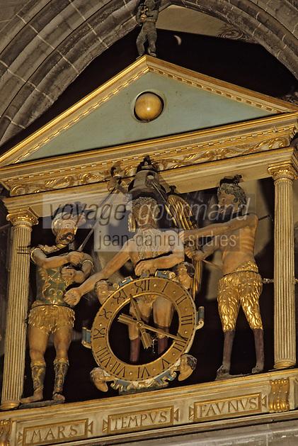 Europe/France/Auvergne/63/Puy-de-Dôme/Clermont-Ferrand: Cathédrale Notre-Dame-de-l'Assomption (Architecture gothique) - Détail jacquemart (horloge à automate en bois doré) XVIème siècle