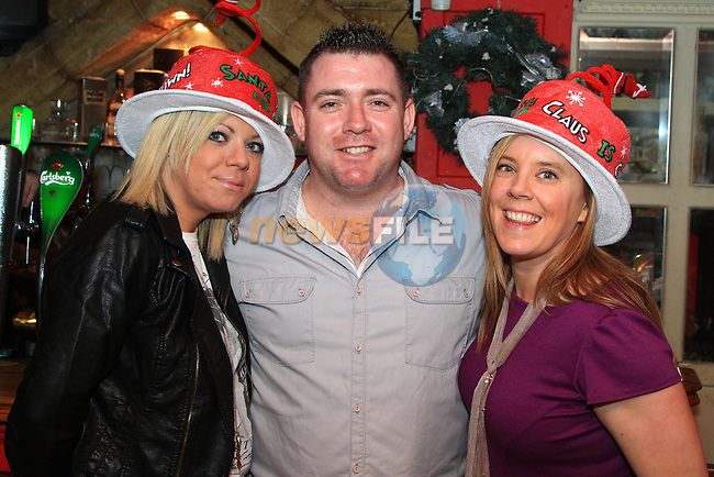 Emma Kelly, Wayne Kelly and Ruth McCabe enjoying a night out in Shooters..Picture: Shane Maguire / www.newsfile.ie.