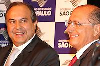 SÃO PAULO, SP - 17.01.14 - GOVERNADOR GERALDO ALCKMIN - O Gov. Geraldo Alckmin (D) e o Sec Seg Publica, Dr. Fernando Grella (E), durante sanção do Projeto de Lei que cassa o registro de empresas envolvidas em receptação de carga roubada, na sede da Fetcesp, sito à  Rua da Gávea, 1390 - Vila Maria, zona norte de São Paulo, na tarde desta sexta-feira, (17). (Foto: Geovani Velasquez / Brazil Photo Press)