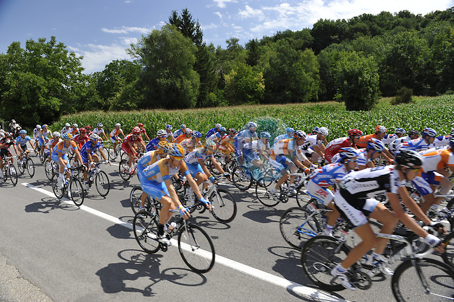 The start of Stage 19 of the Tour de France 2009 running 178km from Bourgoin-Jallieu to Aubenas, France. 24th July 2009 (Photo by Eoin Clarke/NEWSFILE)