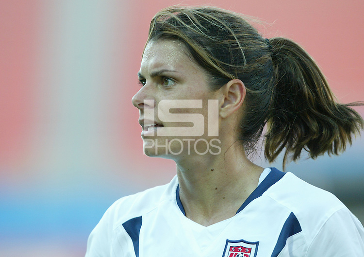 17 August 2004:    Mia Hamm in action against Australia at Kaftanzoglio Stadium in Thessaloniki, Greece.     USA tied Australia at 1-1.   Credit: Michael Pimentel / ISI