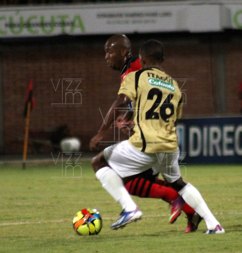 CÚCUTA -COLOMBIA, 26-07-2013.  Ruben Dario Bustos (I) jugador del Cucuta Deportivo disputa el balón con Fabio Rodríguez (D) del Itagui, durante partido  por la fecha 1 de la Liga Postobon II disputado en el estadio General Santander de la ciudad de Cucuta, julio 26 de 2013./ Ruben Dario Bustos (L) Cucuta Deportivo player fights for the ball with  Fabio Rodríguez (R) of Itagui during match of the date 1th for the Postobon League II at the General Santander Stadium in Cucuta city, July 26, 2013. Photo: VizzorImage/STR