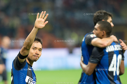 "Yuto Nagatomo (Inter), SEPTEMBER 30, 2012 - Football / Soccer : Yuto Nagatomo of Inter applauds the fans after winning the Italian ""Serie A"" match between Inter Milan 2-1 Fiorentina at Stadio Giuseppe Meazza in Milan, Italy. (Photo by Enrico Calderoni/AFLO SPORT) [0391]"