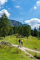 Italy, South Tyrol (Trentino - Alto Adige), Dolomites, Val Gardena:  hiking in Puez-Geisler Nature Park above Selva di Val Gardena | Italien, Suedtirol (Trentino - Alto Adige), Dolomiten, Groednertal: wandern im Naturpark Puez-Geisler oberhalb von Wolkenstein