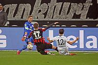 Kevin Trapp und Alexander Madlung (Eintracht) klaeren gegen Marco Hoeger (Schalke) - Eintracht Frankfurt vs. FC Schalke 04, Commerzbank Arena