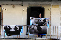 CorpusTRIP ,esposizione in un cortile del quartiere di San Lorenzo a Roma. .L'artista Luca Donnini durante la performance. The artist Luca Donnini during the performance...CorpusTRIP è un progetto itinerante, esposizione temporanea, in diverse città , evento di una sola notte in uno spazio non specificatamente adibito, occupato o abbandonato. E' il lavoro fotografico di ritratti in bianco e nero ,di  Luca Donnini..CorpusTRIP is a touring exhibition, temporary exhibitions, in different city, an event one night in a space not specifically used, occupied or abandoned. It's the photographic work of black and white portraits of Luca Donnini..