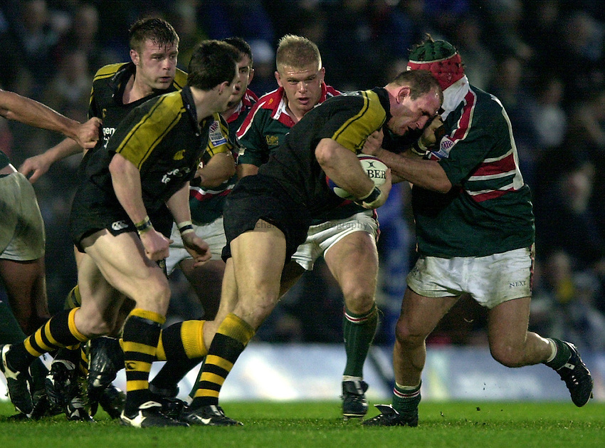 Photo. Richard Lane.London Wasps v Leicester Tigers at Adams Park. Zurich Premiership. 27/12/2002.Lawrence Dallaglio attacks.