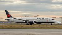Maschine von Air Canada startet am Frankfurter Flughafen - Frankfurt 16.10.2019: Eichwaldschuele Schaafheim am Frankfurter Flughafen