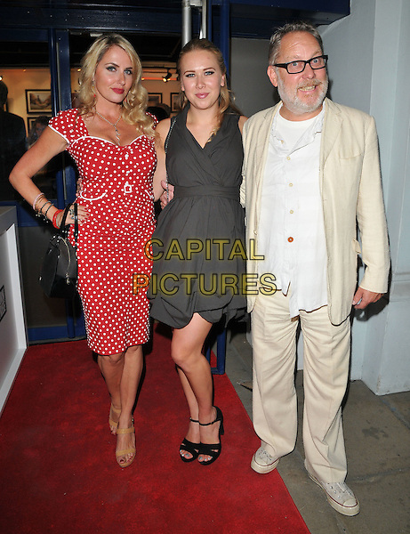 Nancy Sorrell, Alice Vincent Moir and Vic Reeves at the &quot;Remembering Elephants&quot; VIP private view, La Galleria Pall Mall, Pall Mall, London, England, UK, on Tuesday 20 September 2016.<br /> CAP/CAN<br /> &copy;CAN/Capital Pictures