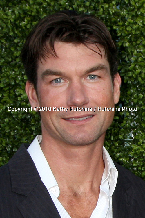 LOS ANGELES - JUL 28:  Jerry O'Connell arrives at the 2010 CBS, The CW, Showtime Summer Press Tour Party  at The Tent Adjacent to Beverly Hilton Hotel on July 28, 2010 in Beverly Hills, CA ...