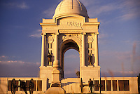 AJ2724, Gettysburg, battlefield, Gettysburg Military Park, Pennsylvania, Pennsylvania Memorial (a four-arched granite monument) on Cemetery Ridge in the early morning light at Gettysburg National Military Park in Gettysburg in the state of Pennsylvania.
